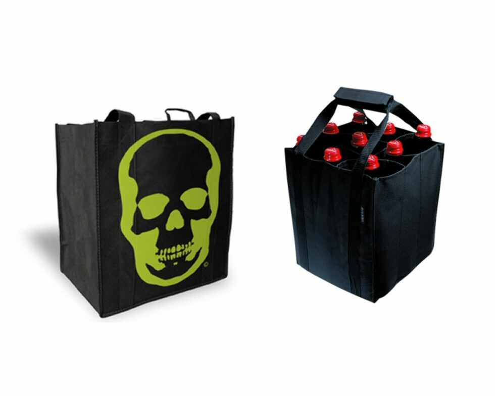 Ecobags er dobbeltmiljøvennlig. Hamp, resirkulering og økologisk er stikkord. Hodeskallenettet koster 89 kroner. Det svarte nettet rommer seks vinflasker og er laget av polypropylen, og koster 59 kroner. Foto: Ecobags