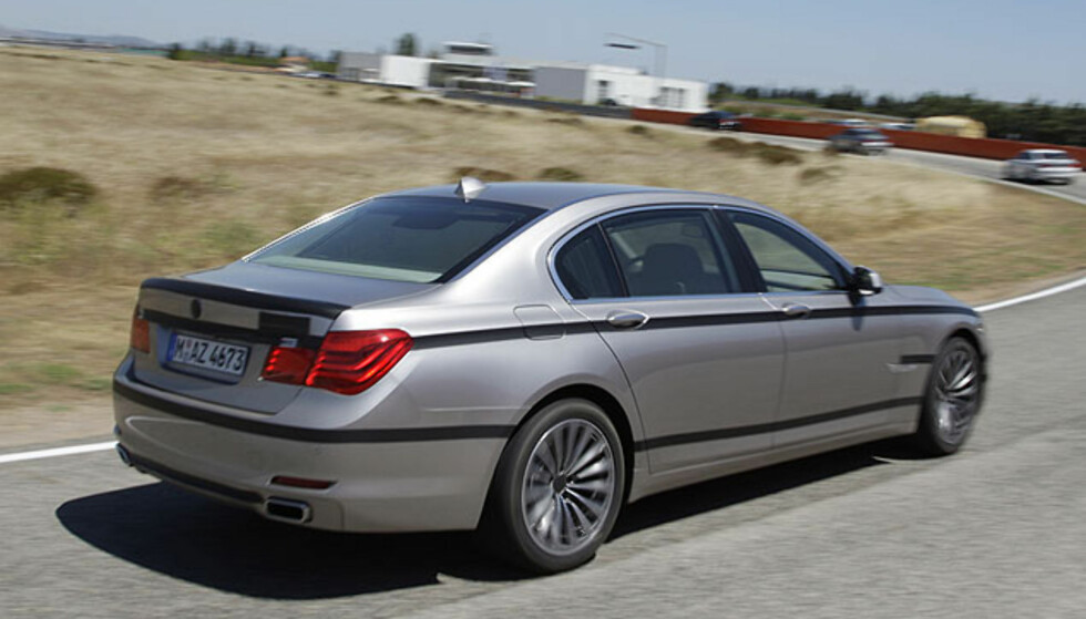 BMW 750i: Store bilder