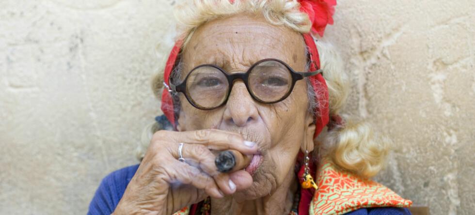 Noen vil sikkert også hevde at sigaren er den beste medisin. Illustrasjonsfoto: Colourbox.com