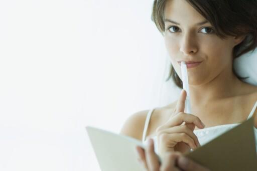 Sett deg inn i jobbene du søker, og skriv målrettede søknader. Du kan også sende inn åpne søknader til bedrifter du er interessert i. Foto: Colourbox.com