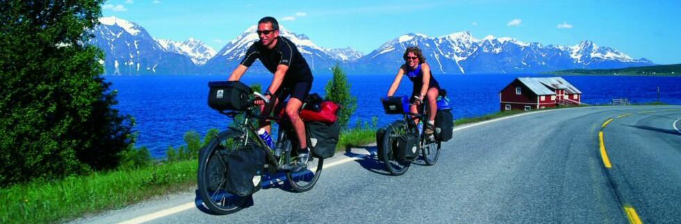 Norge er fullt av vakre opplevelser langs veikanten. Det gjelder bare å vite hvor du skal dra! Her fra Lyngsalpene. Foto: Frithjof Fure Foto: Frithjof Fure