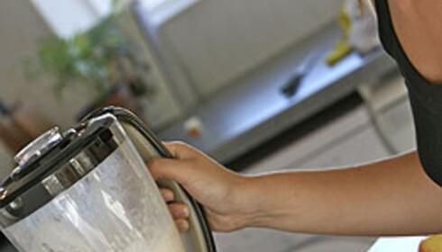 Bruk mikseren til å lage smoothie av frukt- og yoghurtrester eller suppe av modne tomater. Garantert penger å spare! Foto: Colourbox