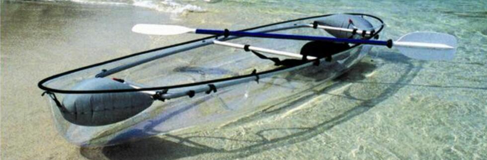 Når du er på tur med denne kanoen bør du passe på så du ikke blir påkjørt av en småbrisen motorbåtfører - disse har som regel problemer med å se deg i en vanlig kano. Foto: See Through Canoe
