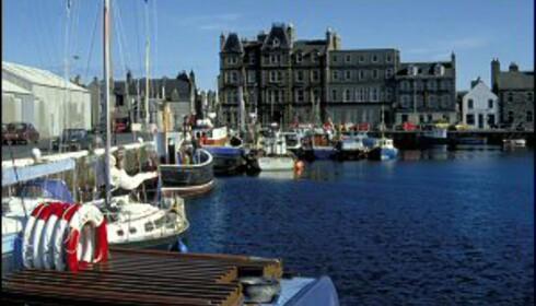 Sjarmerende Kirkwall er Orknøyenes største by, med rundt 8.500 innbyggere. Foto: Britain on View