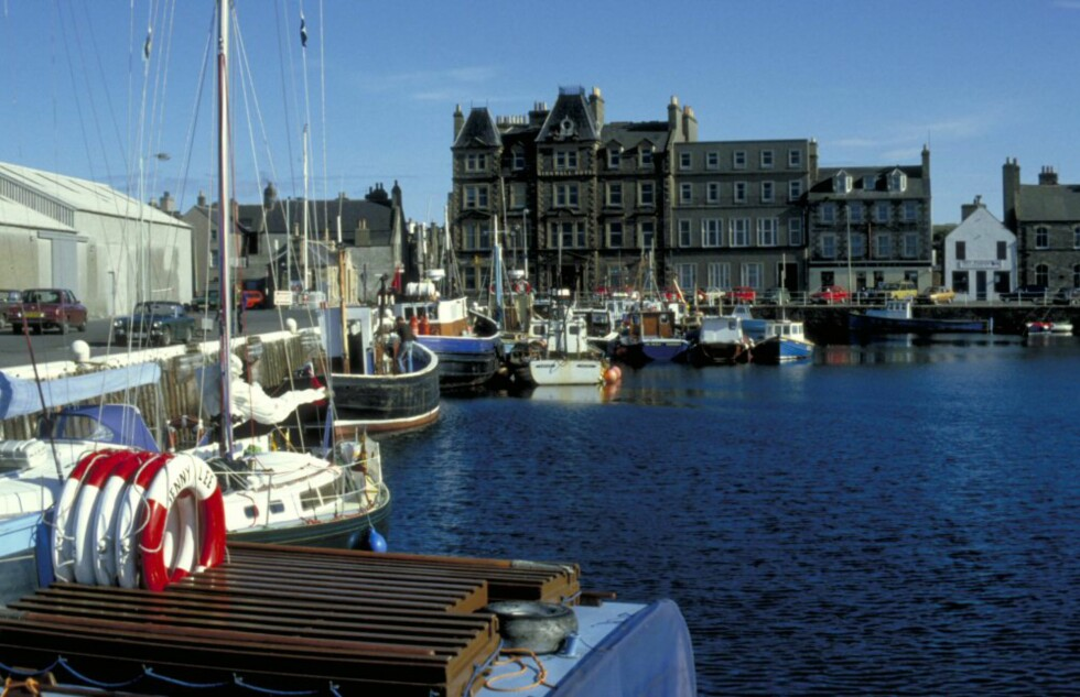 Kirkwall er Orknøyenes hovedstad. Foto: Britain on View