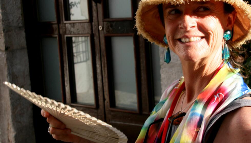 """Turguiden Rocio Moyo kan alt om Ibiza. Hennes mantra er """"poco a poco, easy going"""". Alt skal være rolig og avslappet på denne øya, sier hun. Foto: Kim Jansson"""