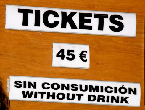 Det er dyrt å gå på diskotek på Ibiza. Ikke rart folk kommer hjem blakke etter en uke på øya...