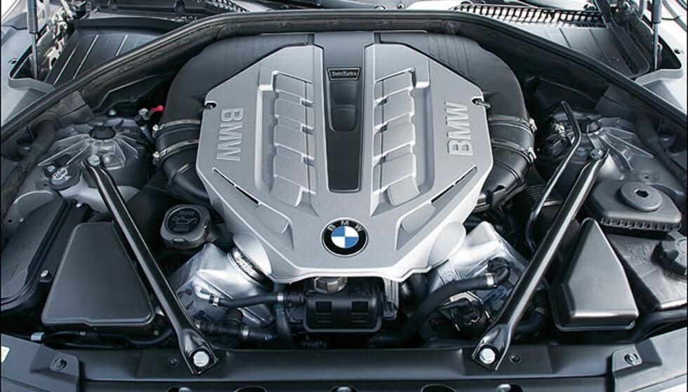 V8 biturbo bensin.