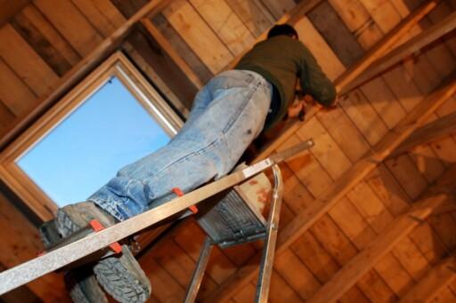 Husk å forsikre håndverker og byggverk, så slipper du å stå igjen med skjegget i postkassa. Foto: Colourbox.com Foto: Colourbox.com