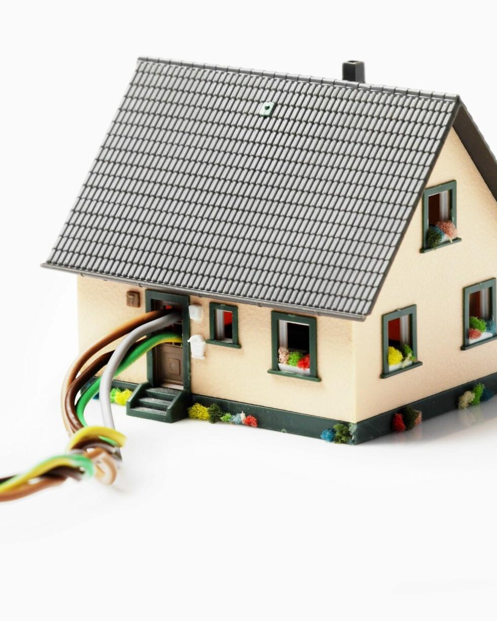 Husholdningene betalte mer for strømmen i år enn ifjor, men prisen har sunket siden første kvartal i år. Foto: Colourbox.com