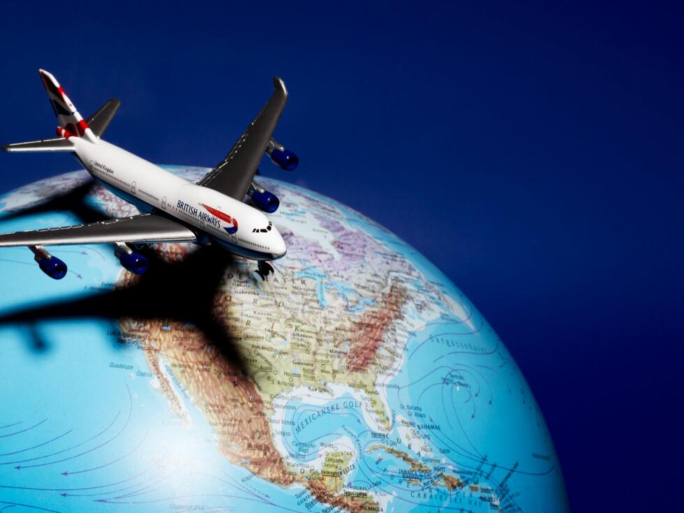 Vi har lenge visst at det ikke er bra for miljøet å fly - nå viser det seg at det er ekstra ille å fly i tropiske strøk. Illustrasjon: colourbox.com Foto: colourbox.com