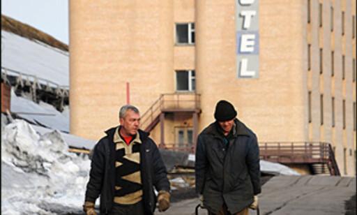 Harde tak er en del av hverdangen for arbeiderne i Barentsburg. 200 personer jobber i gruvene her, men produksjonen er betraktelig lavere enn i Svea-gruven, hvor bare et titalls personer jobber til daglig.  Foto: Hans Kristian Krogh-Hanssen