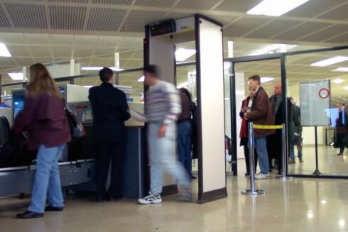 Sikkerhetskontrollen går mye raskere hvis du er forberedt. Illustrasjon: colourbox.com Foto: Colourbox