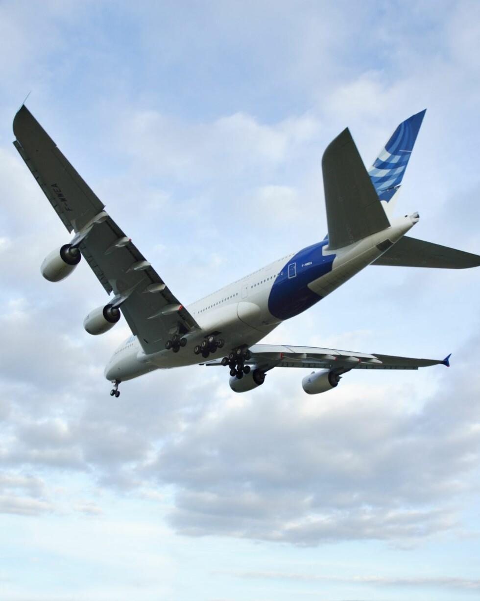 Hvis du skal ut og fly bør du sjekke flere reisesøkemotorer for å finne den billigste billetten. Foto: Colourbox.com