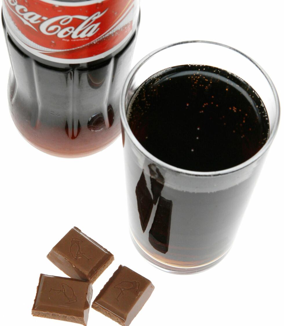 Et lite glass Cola, ca 2,5 desiliter, og tre biter melkesjokolade.