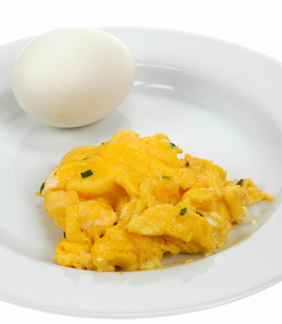 Et kokt og et stekt egg.