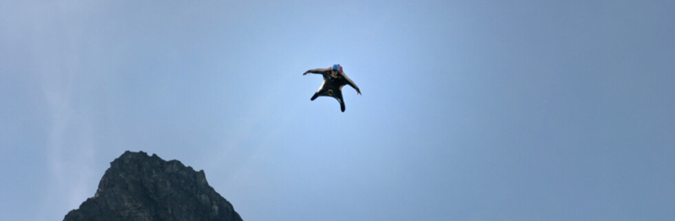 Flyveekorn? Nope, menneske. Foto: worldbaserace.com
