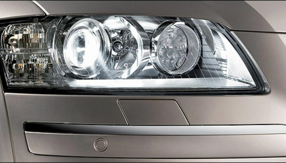 Audi A8 W12 quattro var i 2004 verdens første bil med diodebasert kjørelys.