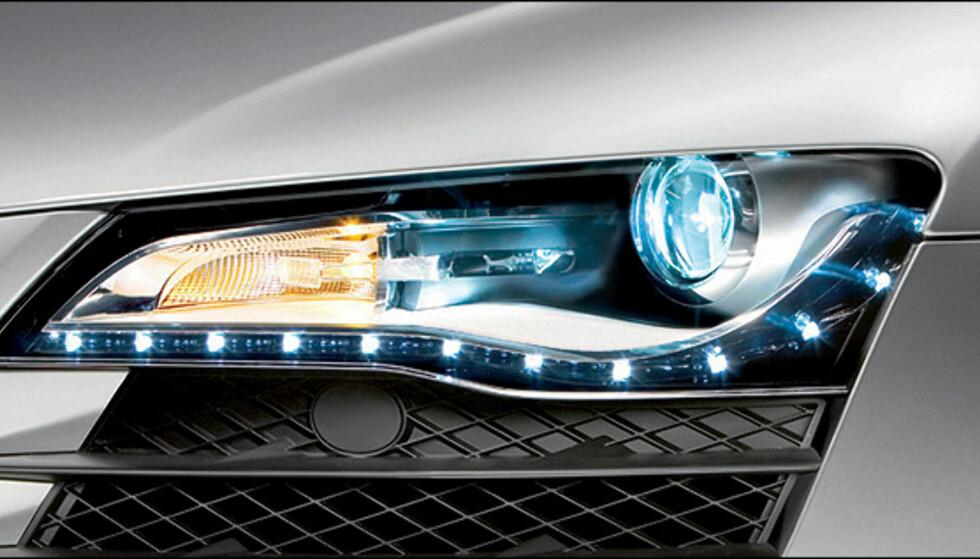 Audi R8 med standard-lykter, som inkluderer diodebasert kjørelys.