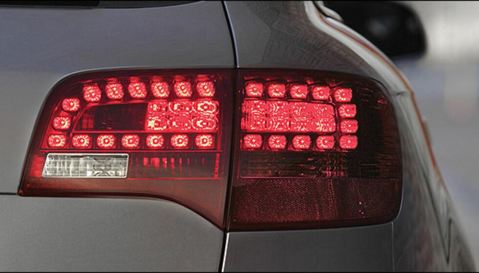 Mange bilprodusenter bruker i dag diodeteknologi i baklys, bremselys og blinklys. Her en Audi A6.