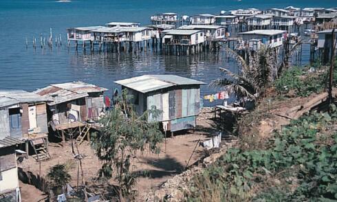 Når befolkningen blir større enn det er plass til på landejorda, blir slike løsninger tatt i bruk i Koki, en forstad til Port Moresby. Foto: wikipedia.com Foto: wikipedia.com
