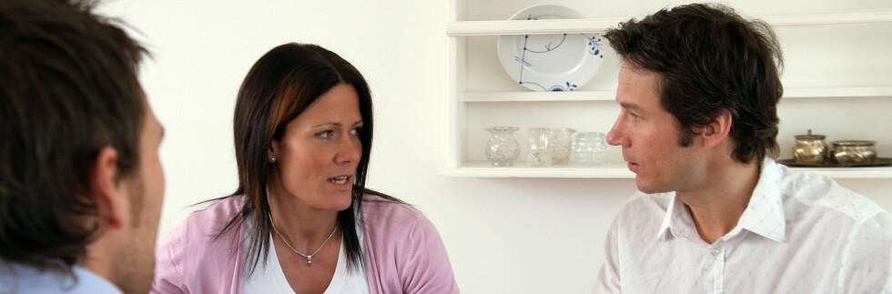 Nye undersøkelser viser at det fortsatt er menn som tar hovedansvar for familieøkonomien. - Tull, mener barne- og likestillingsministeren. Illustrasjonsfoto: Colourbox.com