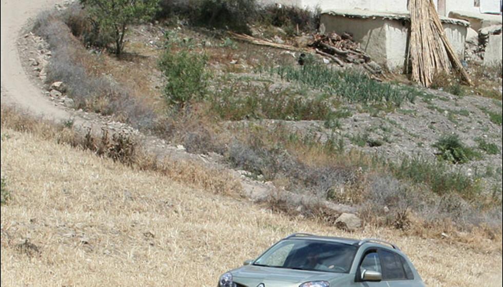Bilen ble kjørt på tildels krevende fjellveier og bestod prøven med glans.