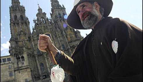 En pilegrim har nådd sitt mål ved katedralen i Santiago de la Compostela. Foto: Vibeke Montero