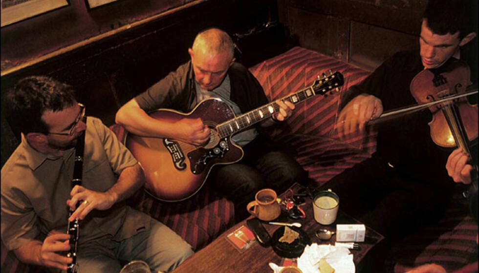 Den som kan spille et instrument er garantert en berikende opplevelse i Irland. Foto: Vibeke Montero