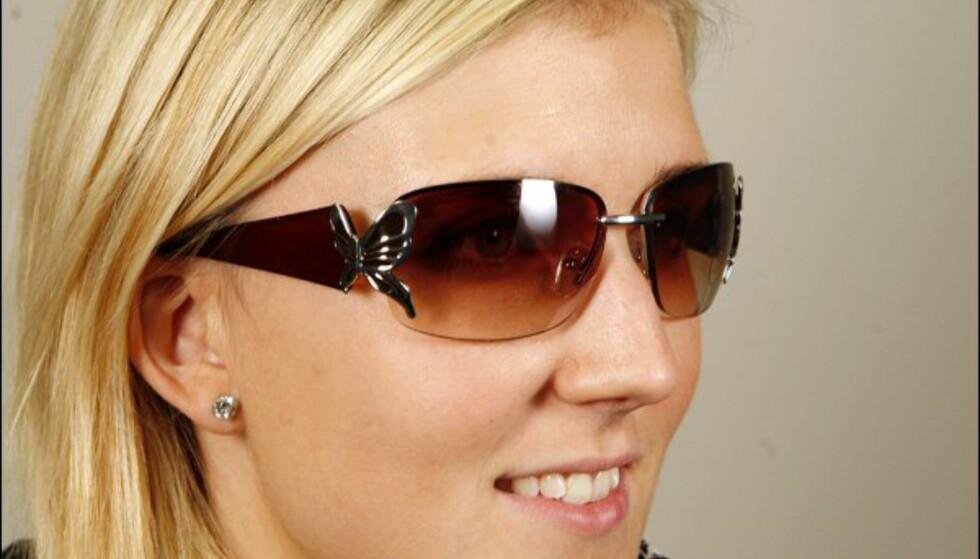 Cafébriller med sommerfugl på siden fra Cubus til 89 kroner. Foto: Per Ervland