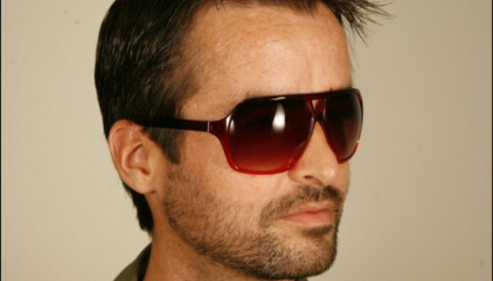 Disse store plastikkbrillene kunne likesågodt vært hentet fra Sean Johns nye solbrillekolleksjon, men du kan plukke dem opp på H&M man til 79,50. Foto: Per Ervland