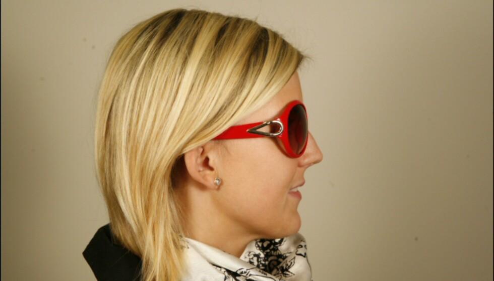 Knallrøde 70-tallsinspirerte briller fra H&M med fin dråpedetalj på siden til 59,50. Foto: Per Ervland Foto: Per Ervland
