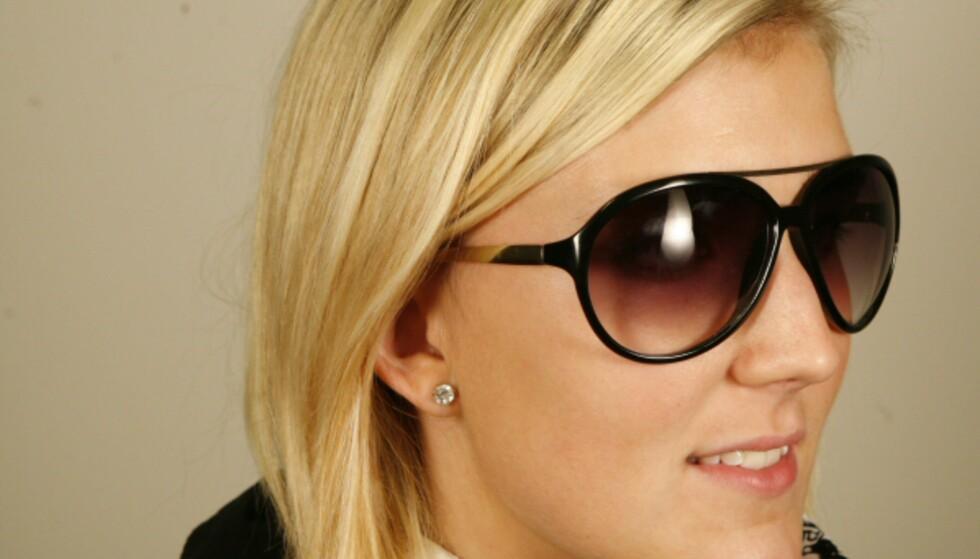 Disse pilotinspirerte brillene i svart plastikk og gullfarget metall minner ikke rent lite om et par Guccibriller, men de er dine for en brøkdel av prisen: 79,50 kroner koster de på H&M. Foto: Per Ervland Foto: Per Ervland