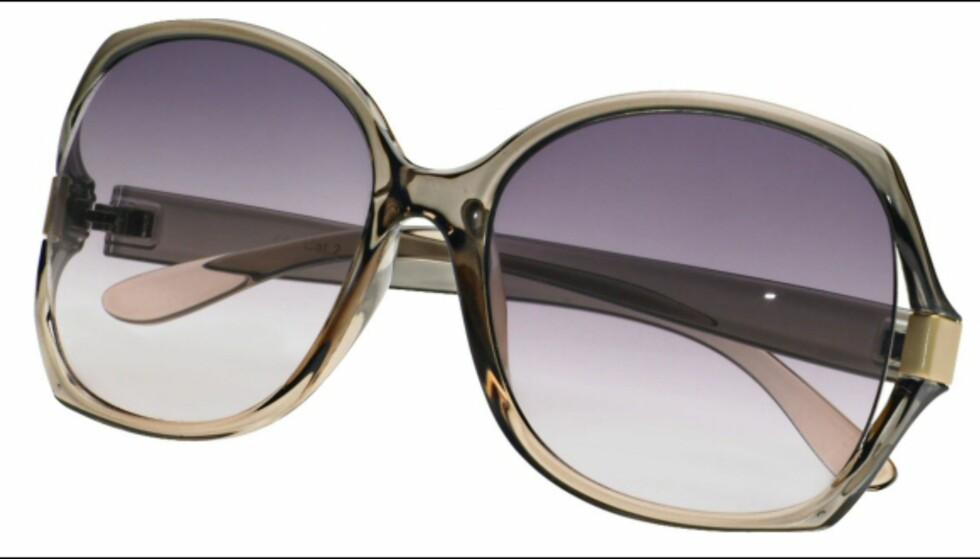 Store solbriller som nesten like gjerne kunne vært fra Sean Johns sommerkolleksjon, men til under en tiendedel av prisen: 99 kroner fra KappAhl. Foto: Produsenten Foto: Per Ervland
