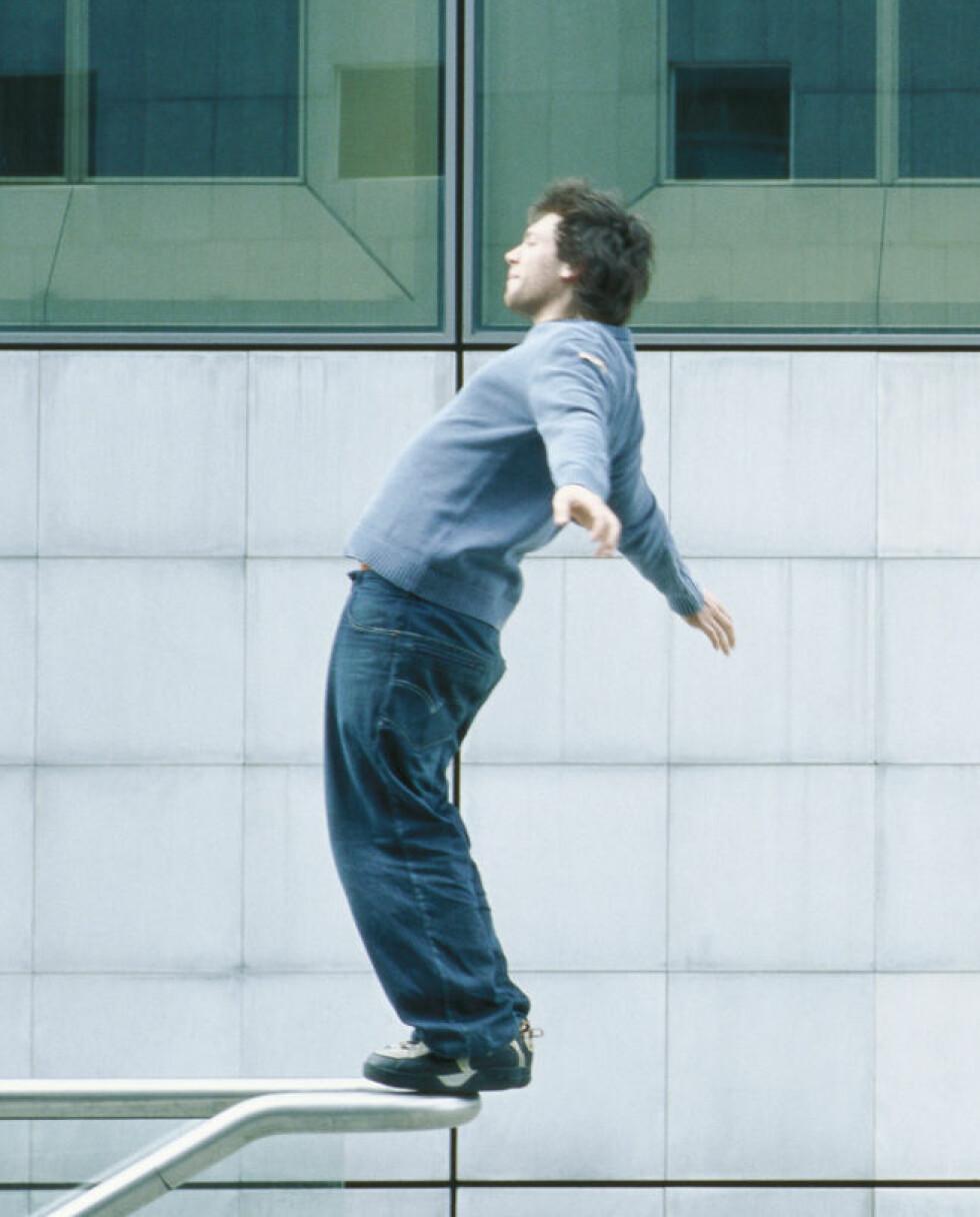 Du bør kanskje teste balansen et mer egnet sted.  Illustrasjonsfoto: colourbox.com   Foto: Foto: colourbox.com