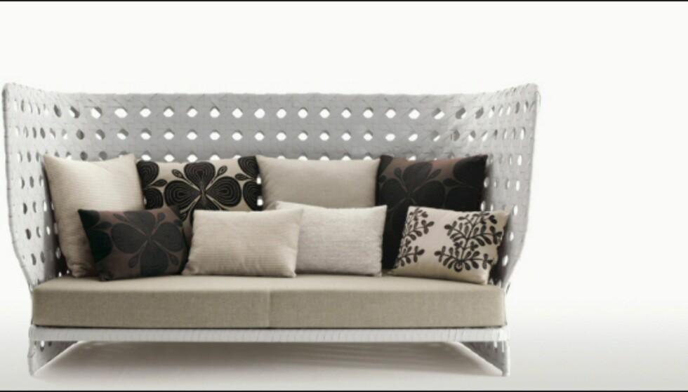 Sofaer som lager et rom i rommet - eller som denne, et rom i uterommet - er populære. Denne sofaen kommer i flere bredder og høyder, og koster  fra 38.227 kroner til 57.150 kroner på Expo Nova. Foto: Produsenten Foto: B&B Italia