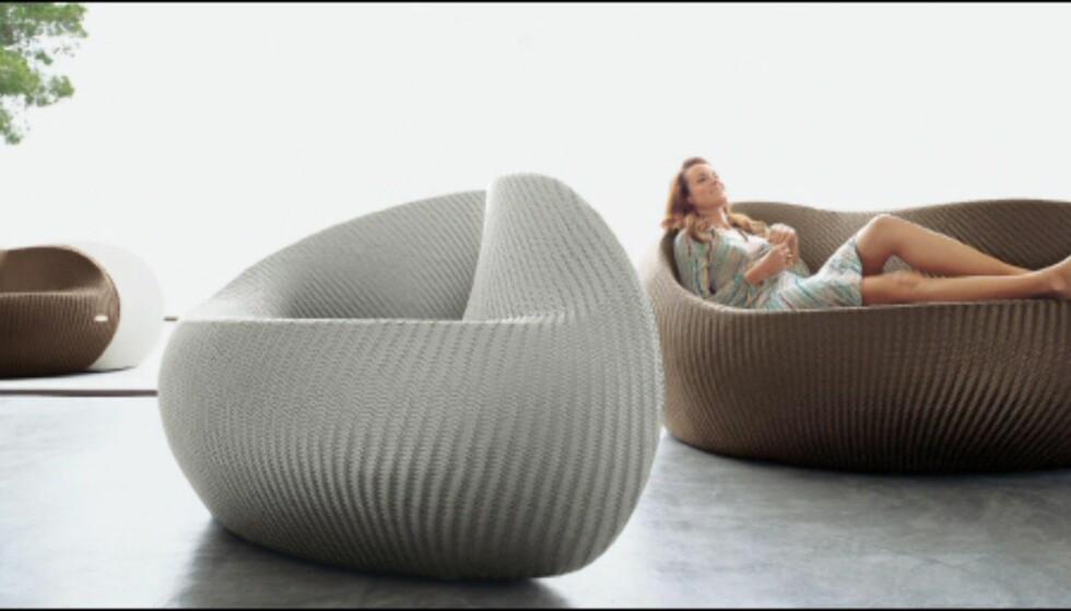 En av Dedons mest karakteristiske møbler, de to sjeselongene YinYang, som samlet koster svimlende 91.715 kroner på Expo Nova. Foto: Produsenten Foto: Dedon