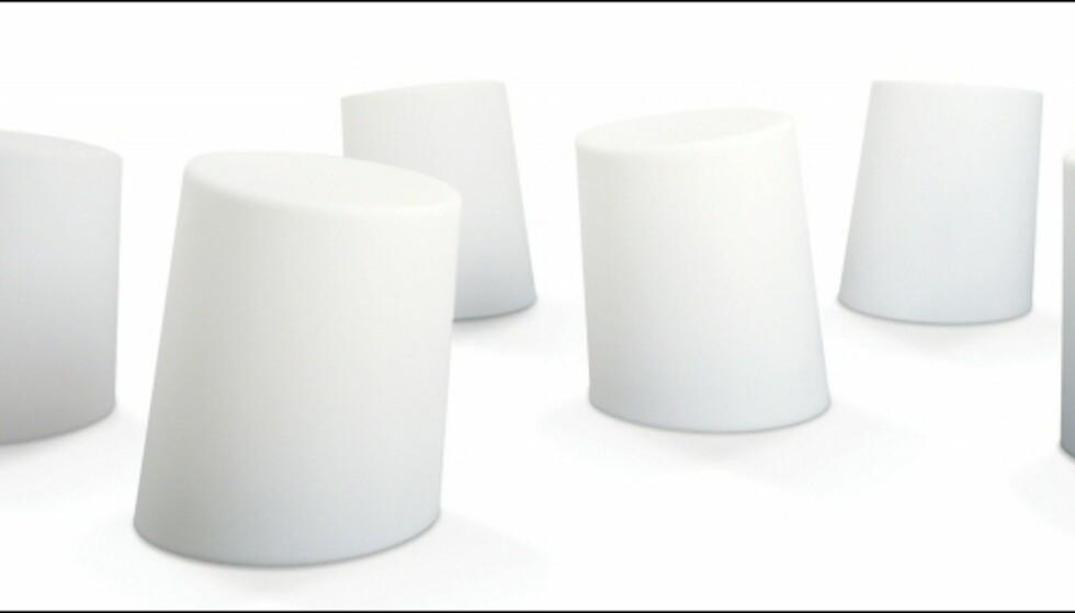 Glem hagegnomer. Sett heller ut disse marshmallow-inspirerte krakkene/settbordene fra Modus på plenen. De koster 629 kroner per stk på Euklides. Foto: Produsenten