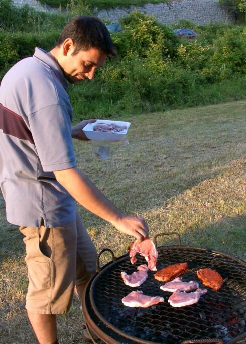 Ingen grunn til å spare på kotelettene hvis du vil holde vekten nede. Illustrasjonsfoto: colourbox.com Foto: Foto: colourbox.com