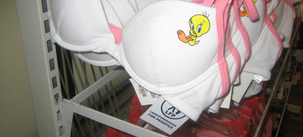 """Denne BH-en fra H&M er blant plaggene som er merket """"Godkjent"""" fra Landsforeningen for Pedofile. Foto: Privat  Foto: Foto: Privat"""