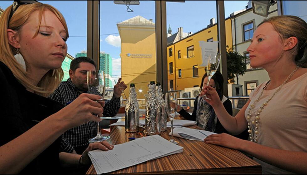 Blindtest av alle vinene ble utført på Champagneria i Oslo.