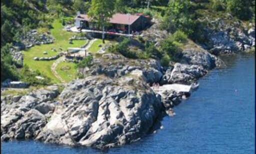 Flott beliggenhet rett ved sjøen. Foto: Privat