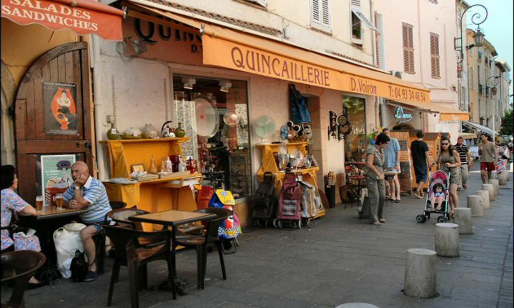 I den gamle delen av Antibes er stemningen mer avslappet, og prisene litt hyggeligere. Foto: Brynjulf Blix