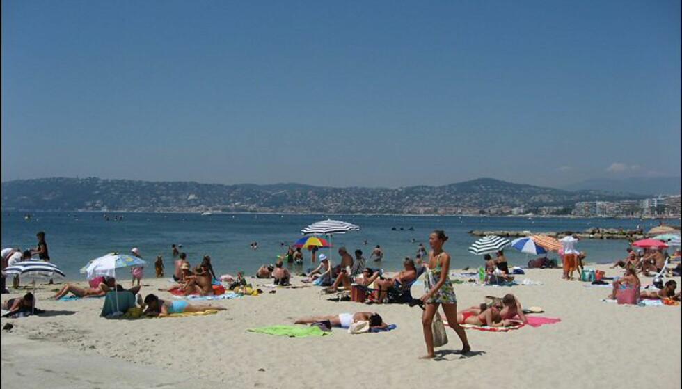 Her ser du bukten Antibes Juan-les-Pins ligger i. Byene ligger tett i tett langs Côte d'Azur. Foto: Brynjulf Blix
