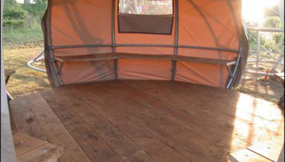 God utsikt fra de opphøyde teltene i teltlandsbyen.