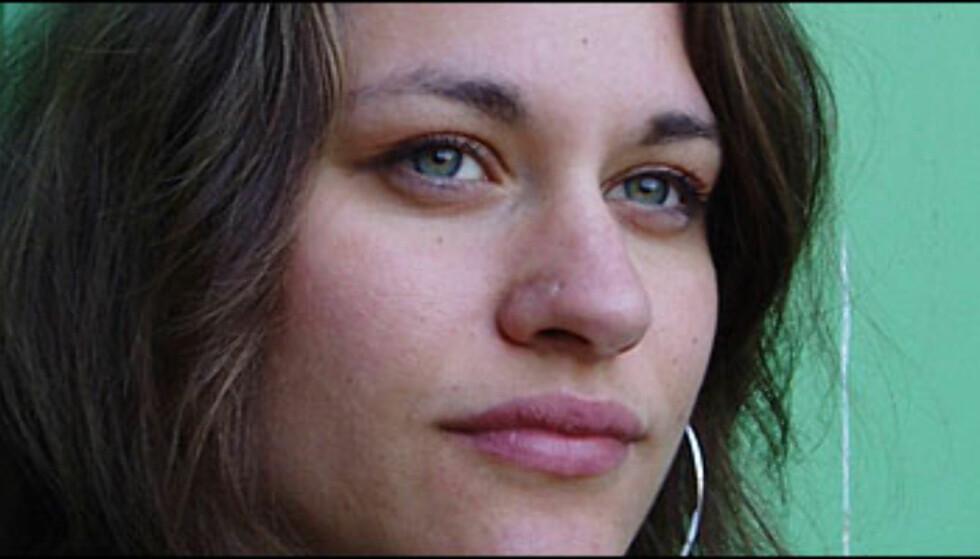 Lotta Elstad (26) forteller om livet som stuepike, og skriver historien til de 1.357.000 menneskene i Norge som aldri får bildet sitt i avisen.