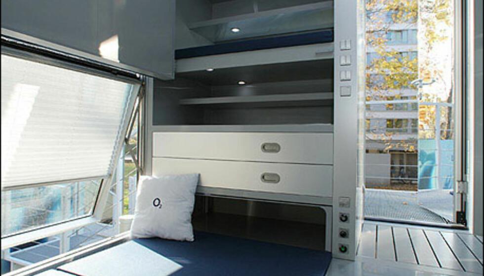 Dette mikrohuset har det nøkterne navnet M-Ch, Micro compact home. Huset har en ramme laget av tømmer og aliminiumsfront. Huset har er 2,66x2,66x2,66 med en takhøyde på to meter. Men herligheten har plass til dobbelseng, skap, bad og kjøkken.  Foto: Microcompacthome.com