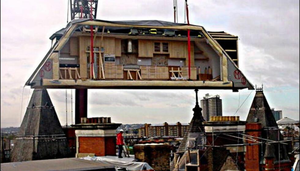 Last opp et ekstra anneks fra First Penthouse. De påstår at de gir eksisterende nybygg merverdi med sine moduler som kan settes sammen etter behov. Foto: Firstpenthouse.co.uk