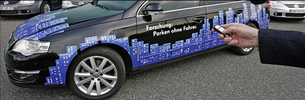 Parkering uten sjåfør. Foto: Volkswagen Foto: Foto: Volkswagen