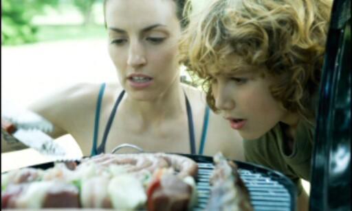 Hvem du griller med, og hvor mange du griller for, er viktig å tenke på før du kjøper grill. Illustrasjonsfoto: Colourbox.com